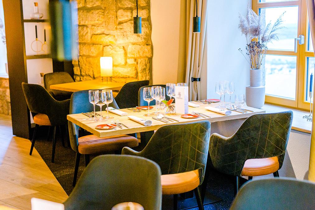 Tisch im Restaurant 12HUNDERT9